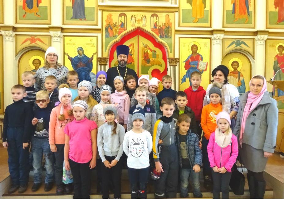 Школьники в храме